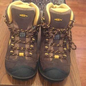 Women's hiking boots